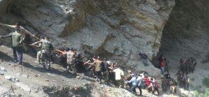 जम्मू-श्रीनगर हाइवे पर तीर्थयात्रियों से भरी बस नहर में गिरी