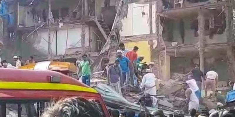 after-heavy-rain-in-mumbai-three-stories-building-collapsed-in